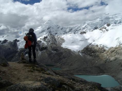 observando Tocllaraju, próximo objetivo. foto: Manuel López