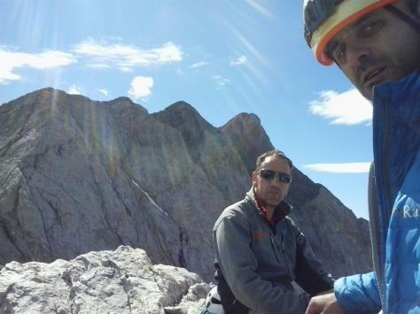 Ángel y yo en la cima del Petit Vignemale, al fondo; Chaussenque y Pique Longue. foto: Félix Escobar