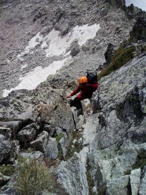 escalando la cara este del Ramougn. foto: Félix Escobar