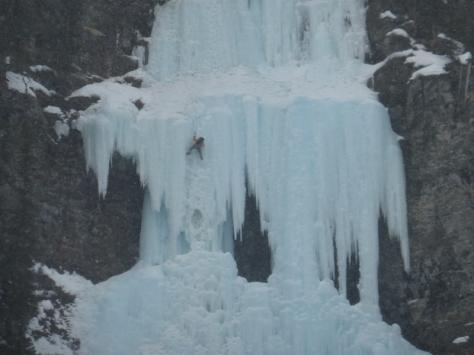 un escalador en el tramo de grado 5. foto: Fran Roy