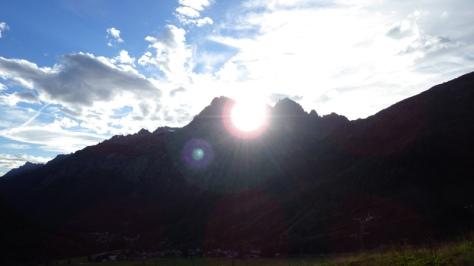 el sol se pone entre las Aiguilles Rouges. foto: Eva Abascal