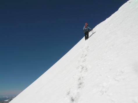 descenso un poco delicado, debajo de la nieve reciente calentada por el sol está la capa de hielo duro. foto: Félix Escobar