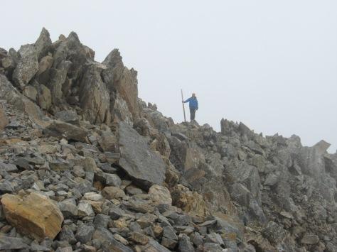 el palo que sujetaba la bandera que dió nombre a este pico. foto: Luis Gil