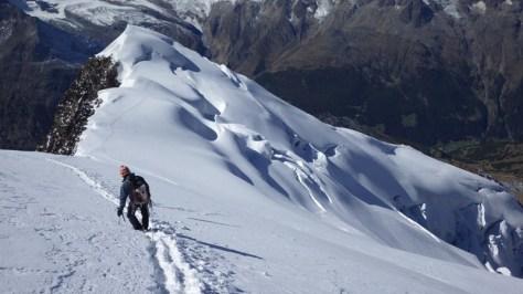 comenzamos la bajada por la vía Normal del NorOeste, glaciar Trift. foto: Eva Abascal