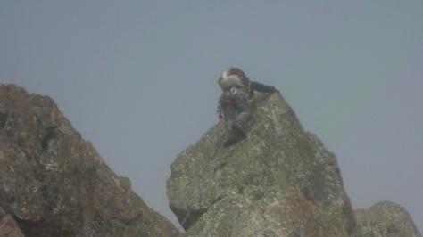 Luis por los bloques de la cresta. captura de imagen: Félix Escobar