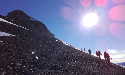 descenso, la cara sur estaba peladísma de nieve a causa de la ausencia prolongada de precipitaciones. foto: Félix Escobar