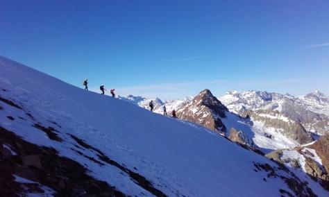 bajada por la arista de nieve. foto: Félix Escobar