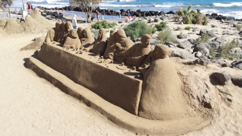 artista de la arena en Maspalomas. foto: Eva Abascal