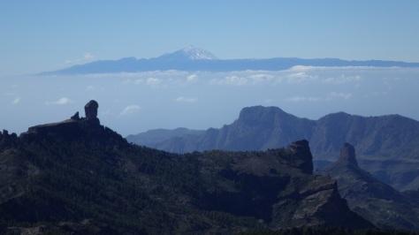 Roque Nublo y Teide 3.718m. foto: Eva Abascal