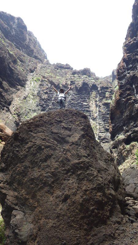 tremendas rocas en el profundo barranco. foto: Eva Abascal