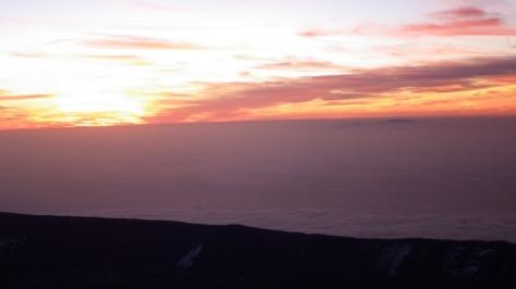 comienza el espectáculo, amanecer junto a la Isla de Gran Canaria. foto: Eva Abascal
