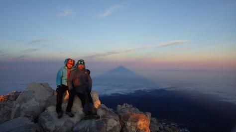 Teide 3.718m, San Borondón (sombra del Teide) e isla de La Palma. foto: uno que pasaba por allí...