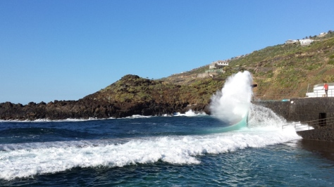 olas rompen en Mesa del Mar. foto: Eva Abascal
