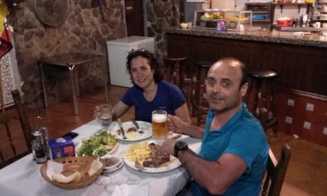 chuletón en el Hostal La Taberna, Arenas de San Pedro. foto: la chica del Hostal