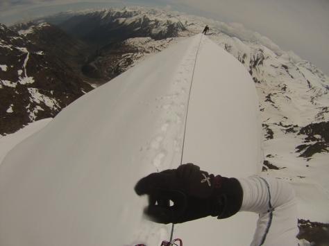 en la arista de nieve. captura de vídeo: Félix Escobar