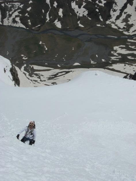 inclinada pala de nieve paposa, 900 metros más abajo, valle de Badet. foto: Luis Gil