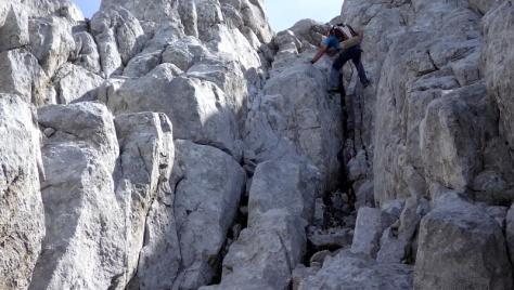 canaleta superior, descenso con cuerda. foto: Eva Abascal