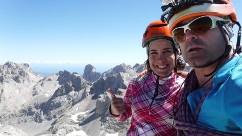 Torre del Llambrión 2.642m. al fondo Picu Urriellu 2.519m. selfie: Félix Escobar