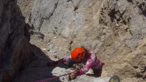 destrepe asegurado en la cresta del Llambrión. captura de vídeo: Félix Escobar