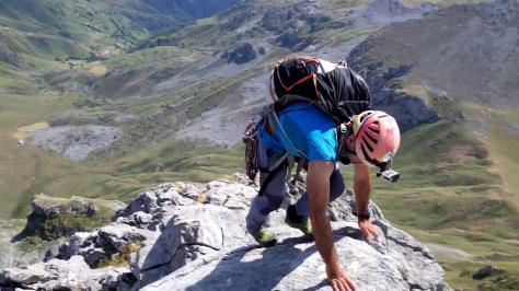 trepadas en la cresta Este de Ubiña. captura de vídeo: Eva Abascal